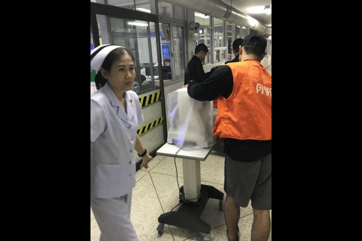 พ.ต.ท.กฤษฎา ปลอดโปร่ง ผบ.ร้อย ตชด.147 พร้อมกำลังพล ชุดช่วยเหลือผู้ประสบภัย ได้เข้าดำเนินการสนับสนุน โรงพยาบาลบางสะพาน