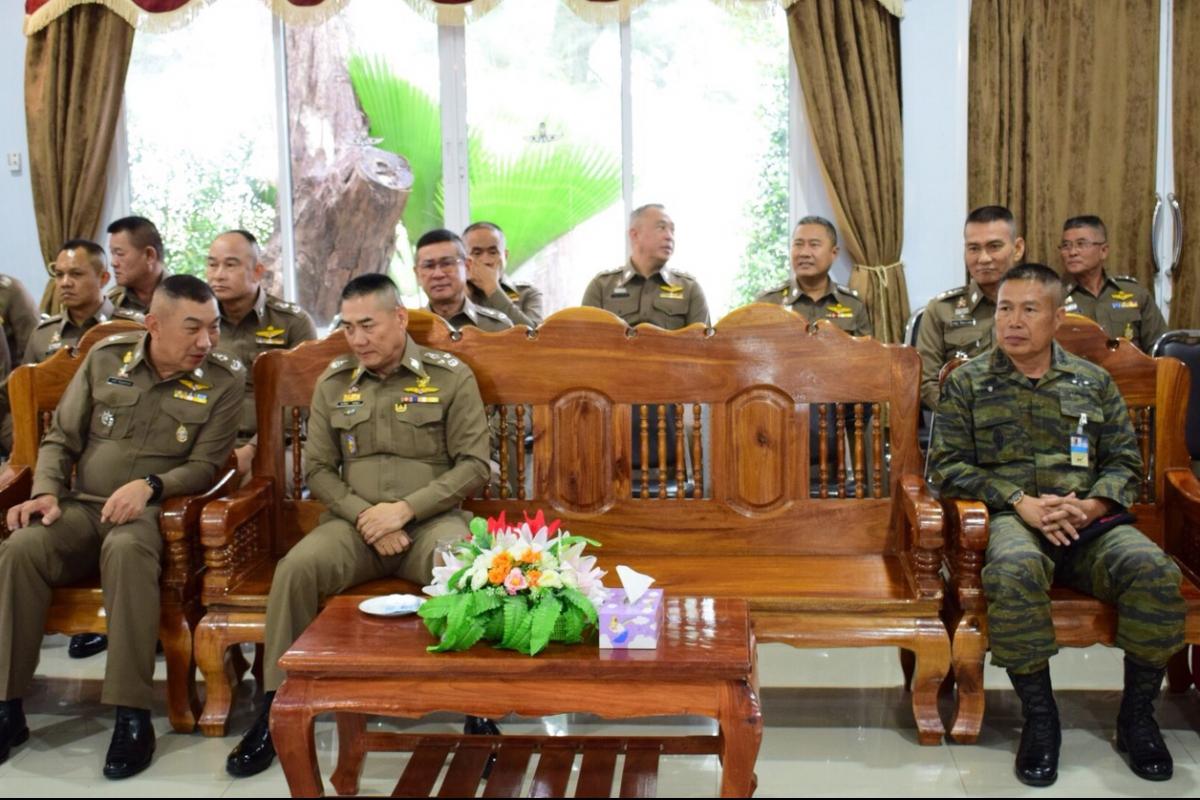 พล.ต.อ.จักรทิพย์ ชัยจินดา ผบ.ตร.เป็นประธานในพิธีปิดการอบรมหลักสูตรกระโดดร่มใหม่แบบกระตุกเอง ซึ่งจัดขึ้นโดย กองบังคับการถวายความปลอดภัยและปฏิบัติการพิเศษ (บก.ถปพ.) ระหว่างวันที่ 24 กันยายน - 24 ตุลาคม 2561