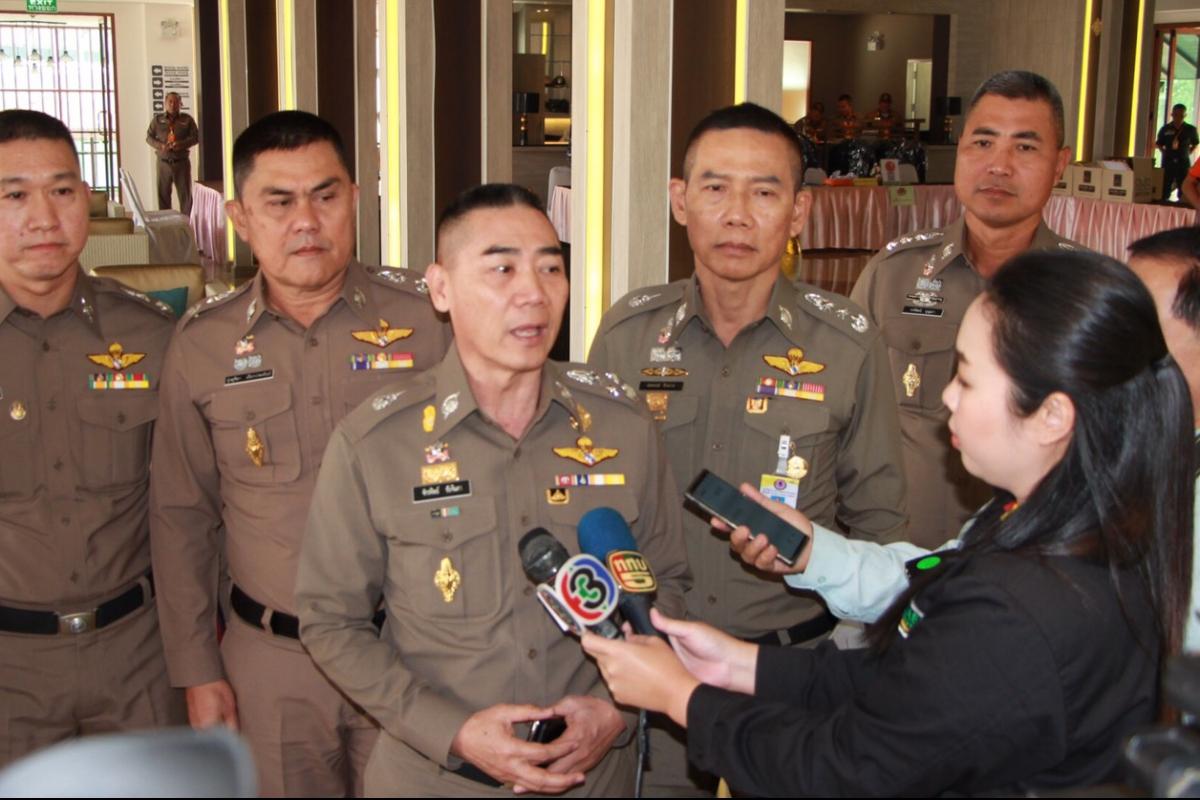 พลตำรวจเอก จักรทิพย์   ชัยจินดา  ผู้บัญชาการตำรวจแห่งชาติ  มอบนโยบายและแนวทางการปฏิบัติราชการ พร้อมทั้งพบปะข้าราชการตำรวจตระเวนชายแดนเพื่อสร้างขวัญกำลังใจ ที่โรงแรมกรีนเลครีสอร์ต จังหวัดเชียงใหม่