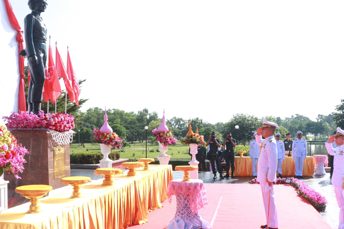 พล.ต.ท.พงษ์วุฒิ  พงษ์ศรี  ผู้ช่วยผู้บัญชาการตำรวจแห่งชาติ เป็นประธาน ในพิธีสักการะพระราชานุสาวรีย์สมเด็จพระศรีนครินทราบรมราชชนนี  เนื่องในโอกาสคล้ายวัน พระราชสมภพ 21 ต.ค.2562 ณ กองบังคับการตำรวจตระเวนชายแดนภาค 1
