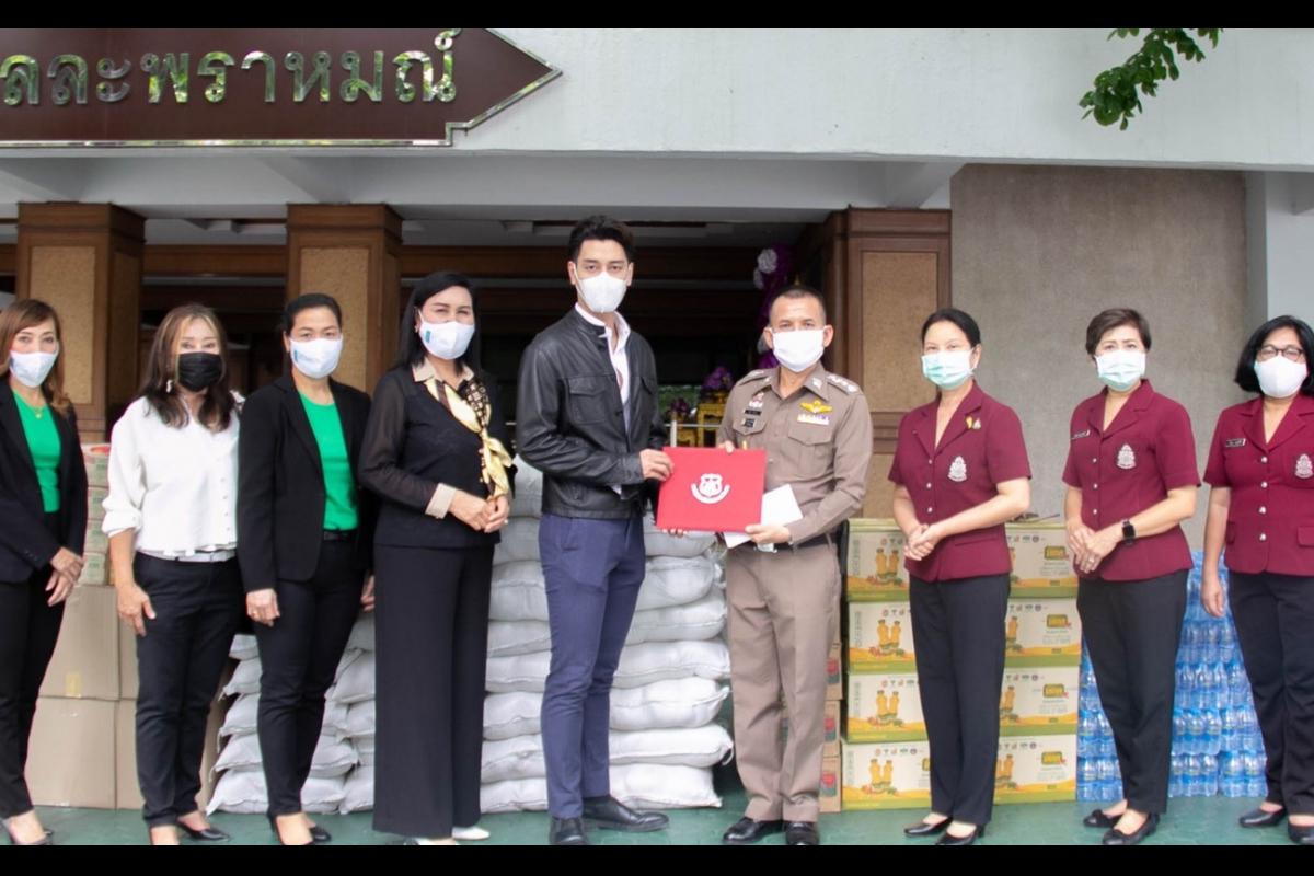 พล.ต.ท.วิชิต  ปักษา ผบช.ตชด. พร้อมคณะ รับมอบข้าวสาร อาหารแห้ง และน้ำดื่มจาก บริษัท สุขภัณฑ์คริสตินา(ประเทศไทย) จำกัด